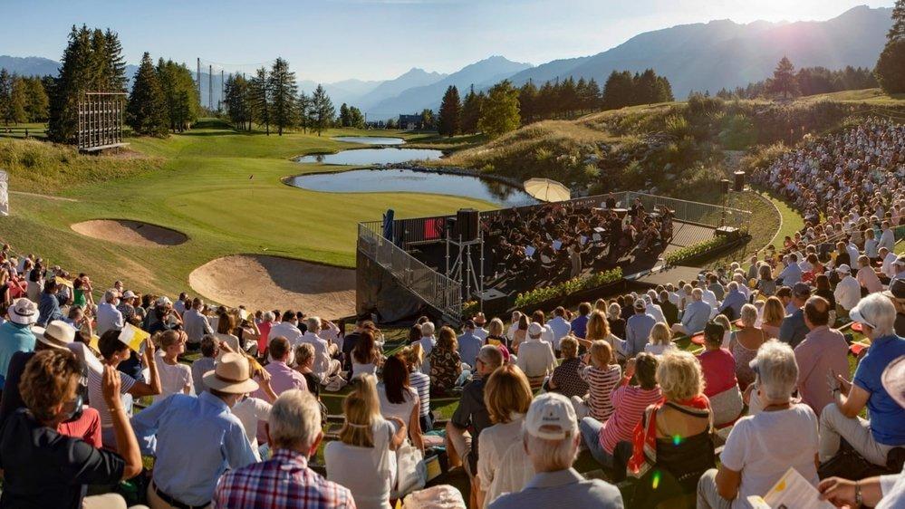 Un premier concert classique sur le golf de Crans-Montana qui a séduit 800 mélomanes au soleil couchant vendredi soir.
