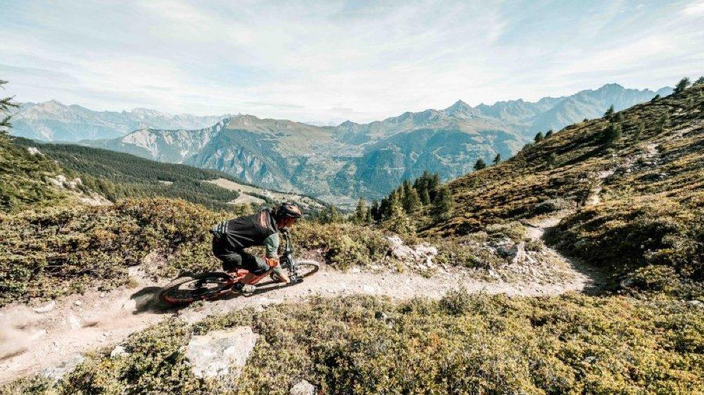 Dans le cadre du E-bike Festival de Verbier, un balisage provisoire des sentiers a été autorisé par la commune. En dehors de l'événement, les tracés non homologués ne peuvent être signalés. Une situation qui complique la communication et la commercialisation des produits VTT.