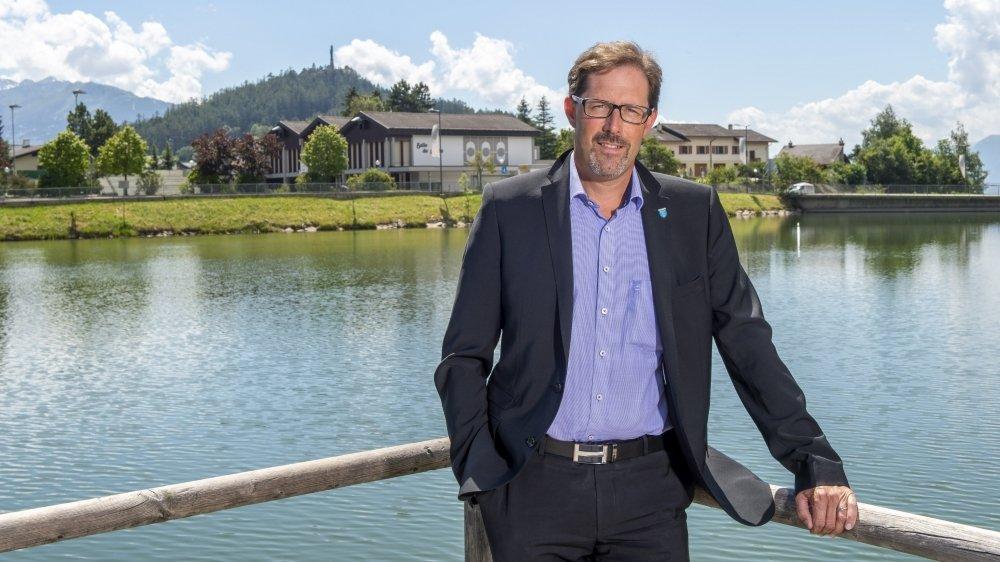 Vice-président en place de la commune de Lens, Bertrand Emery quitte le PLR pour rejoindre les Vert'libéraux.
