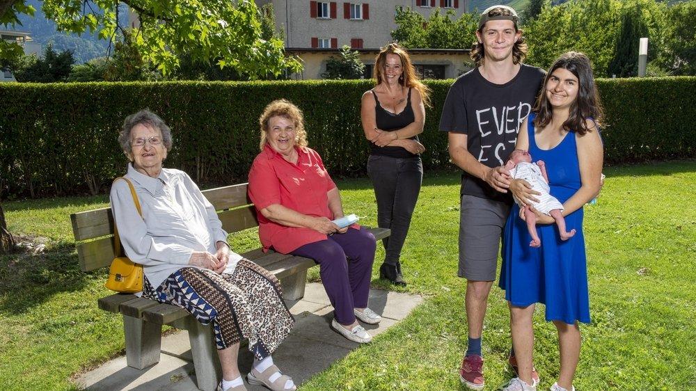 Andrée Rossier, Lucia Rossier, Virginie Jordan Rossier, Robin Jordan, sa compagne Sarah Borgeat et leur fils Idriss Borgeat représentent cinq générations d'une seule et unique famille.