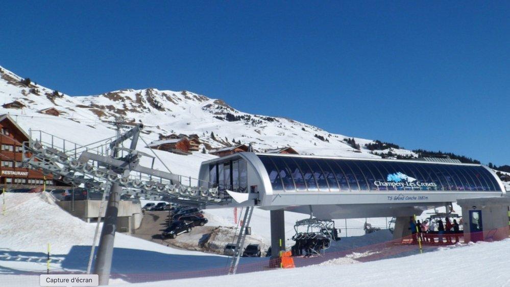 L'avalanche avait atteint une skieuse française qui descendait normalement sur la piste balisée de  Grand-Conche, aux Crosets.
