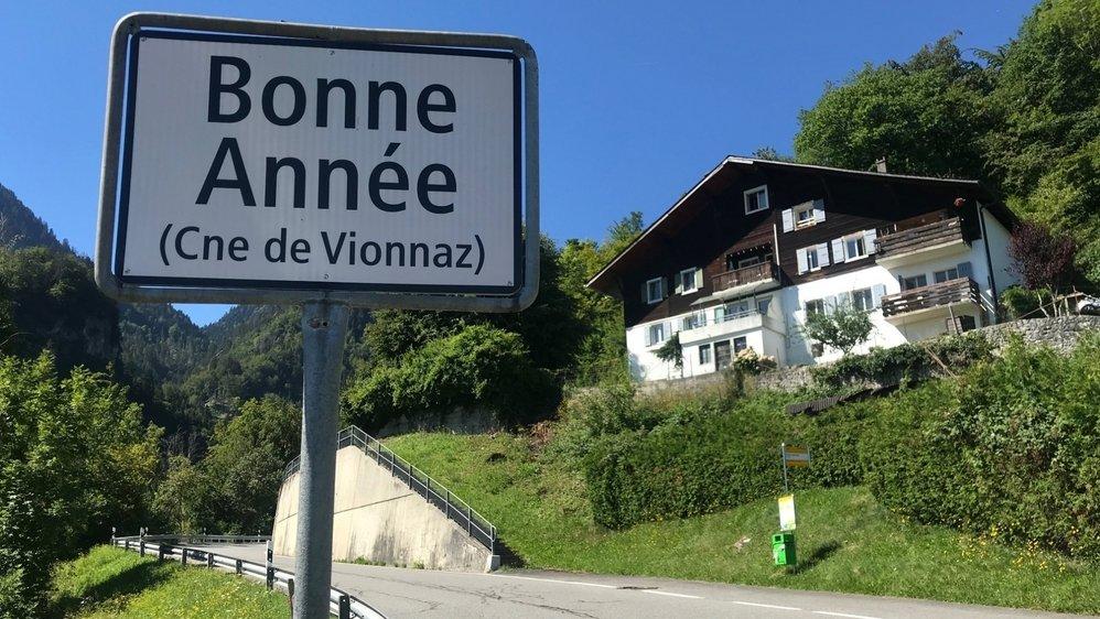 La première maison bâtie à Bonne-Année est visible de la route qui monte à Torgon.