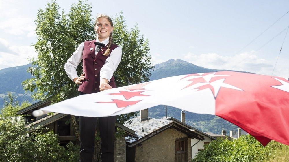 Plus jeune lanceuse de drapeau de Suisse, Isaline Wyssenbach pratique cette discipline depuis deux ans.