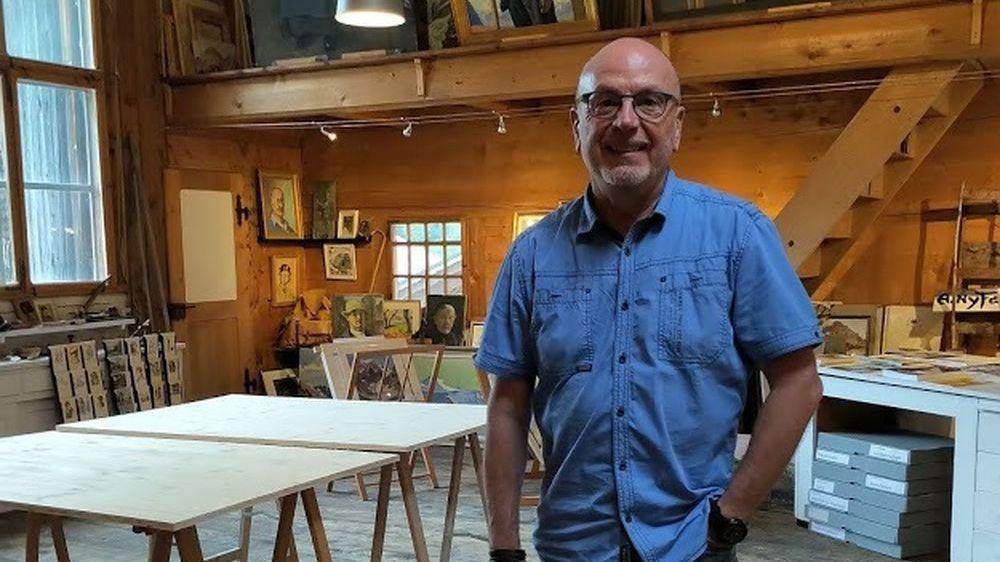 Petit-fils de l'artiste, Jonathan King entretient le souvenir dans l'atelier où Albert Nyfeler réalisa la plus grande partie de son oeuvre.