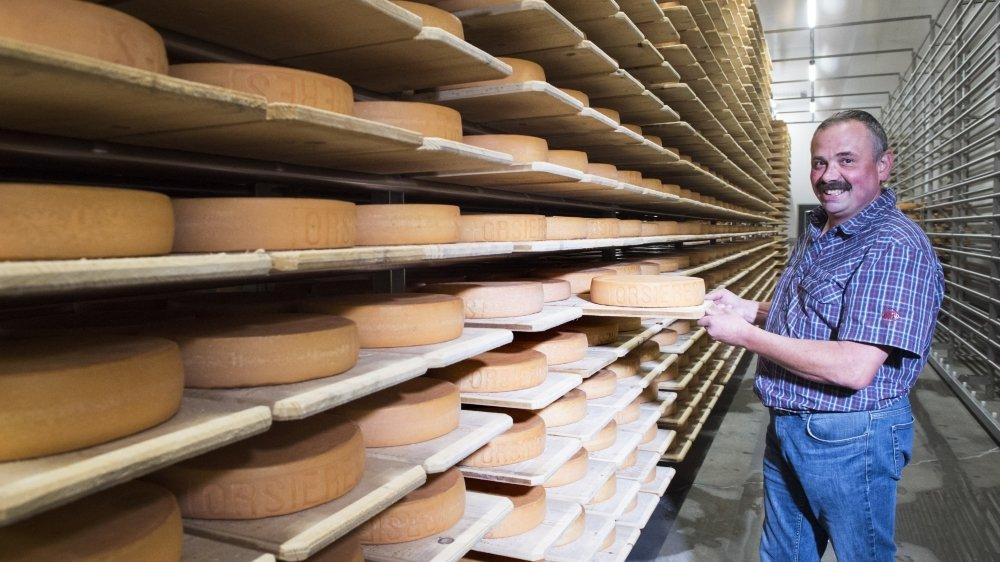 La nouvelle laiterie d'Orsières - le président Benoît Tornay dans la cave à fromages sur notre photo - a officiellement ouvert ses portes ce samedi 15 août.