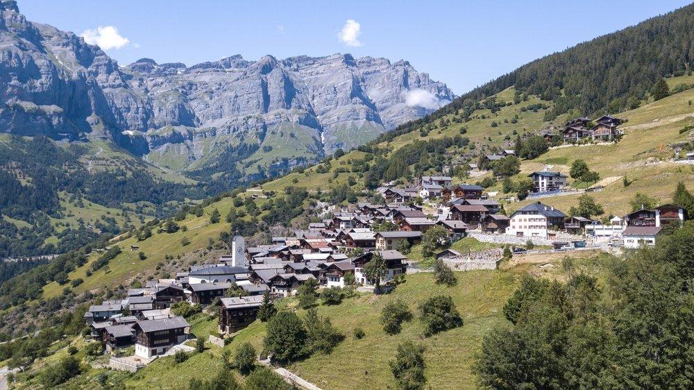 Comme accroché à la montagne, le petit village d'Albinen vaut vraiment le détour.