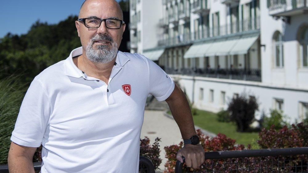 Manu Praz se plaît sur les hauteurs de Bienne, dans la Mecque du sport suisse, où il vit et travaille depuis six ans.