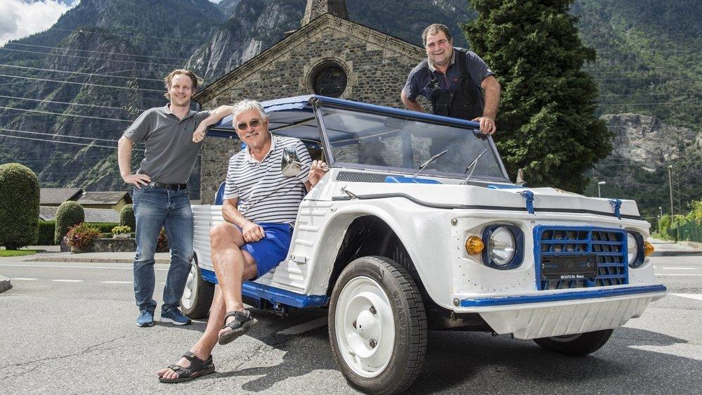 Pierre-Yves Vouilloz (au centre) s'est assuré le concours de son fils Christophe, ingénieur électronicien (à g.), et de l'électromécanicien Riccardo, pour réaliser la première Méhari électrique du canton.