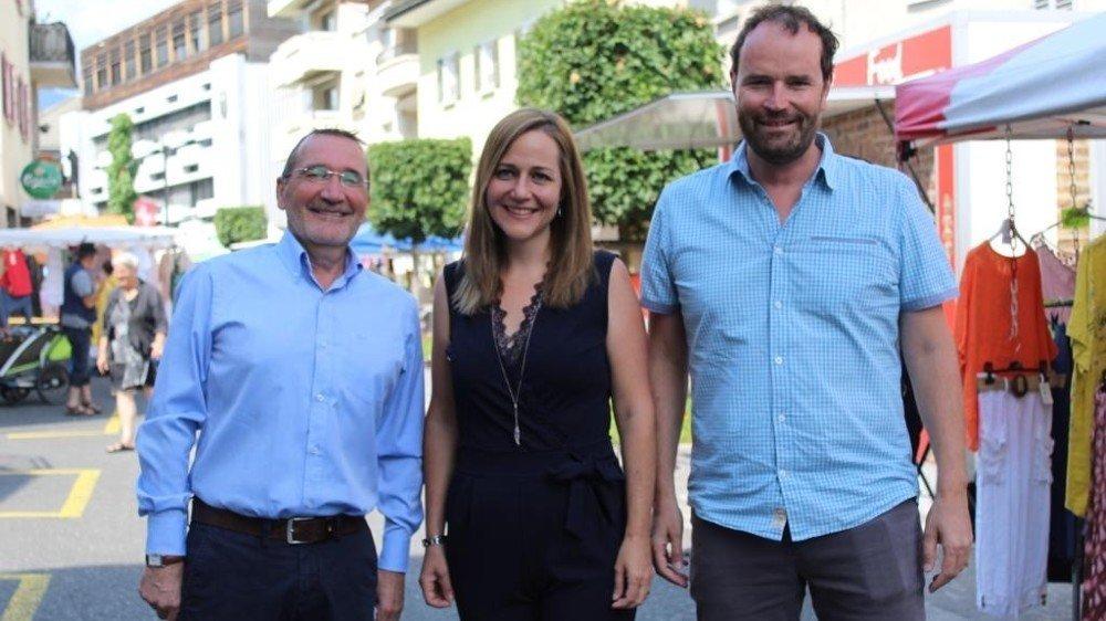 Les élus sortants et candidats Aldo Resenterra et Alain Mermoud entourent l'actuelle vice-juge Séverine Bender.