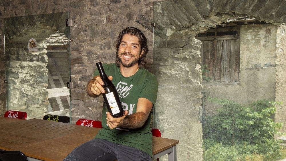Romain Cipolla reçoit ses clients dans une ancienne bergerie transformée en lieu de dégustation.