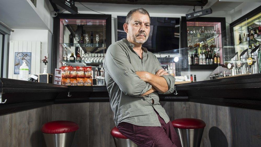 Le patron du bar La Taverne, Steve Gluck, demande un soutien accru de la commune de Monthey face à une bande de jeunes qui multiplie les incivilités. Il n'est pas le seul à se plaindre.