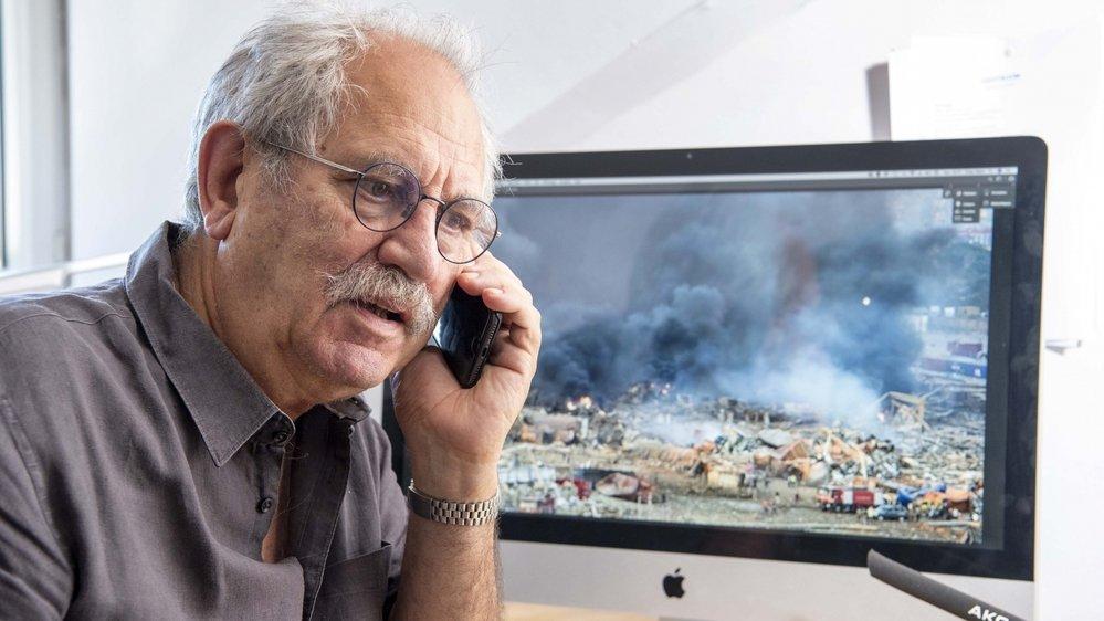 Yves Tabin, président de l'association Elias, au téléphone avec Jihane Sfeir, membre de l'association et Libanaise d'origine, à Beyrouth au moment de l'explosion.