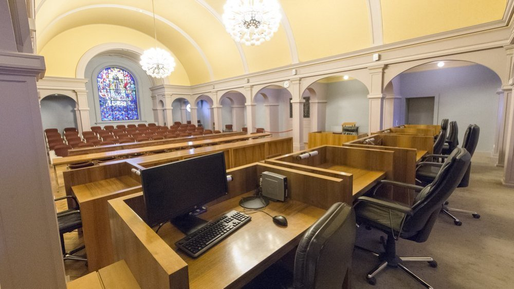 C'est dans cette grande salle du Palais de justice de Sion (coronavirus et distanciation obligent) que les cinq accusés devaient être jugés la semaine passée. Devront-ils recomparaître?