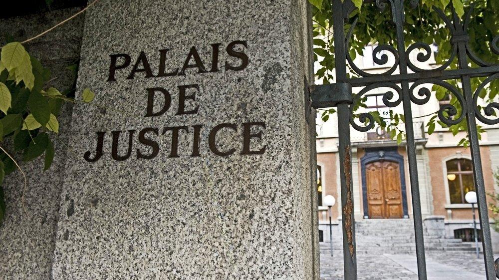 C'est le Tribunal d'Entremont qui juge l'affaire mais, Covid-19 oblige, le procès a eu lieu dans une grande salle du Palais de justice à Sion.