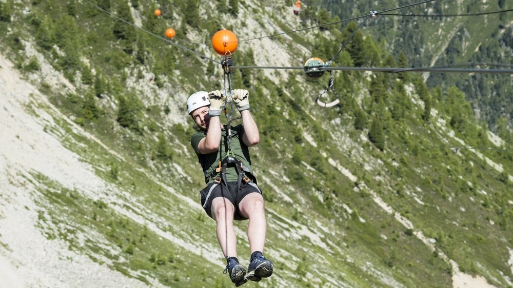 A priori, sur une tyrolienne, il n'y a qu'une seule manière et qu'un seul tracé pour aller du point A au point B.