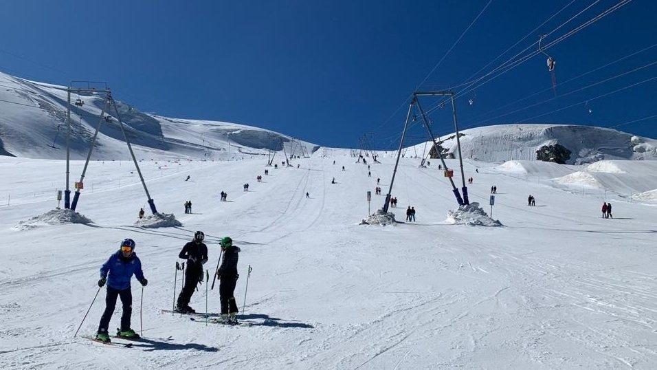 A Zermatt, le ski d'été mêle élite mondiale et débutants.