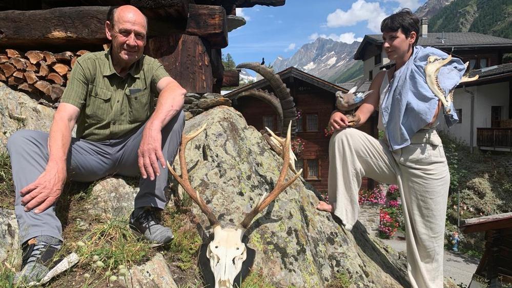 Le travail d'Andrea Ebener a fortement été influencé par la tradition du Lötschental et par son père chasseur, Pius.