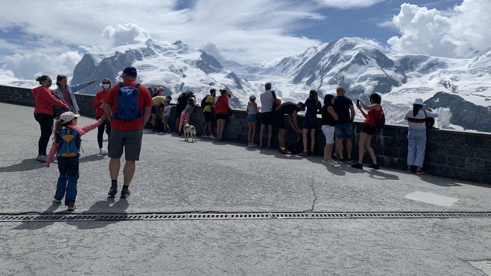 Au Gornergrat, les visiteurs asiatiques ont laissé place aux randonneurs helvétiques.