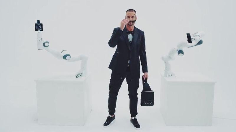 Le roboclette, star de la Fashion Week de Milan pour le styliste allemand Philipp Plein