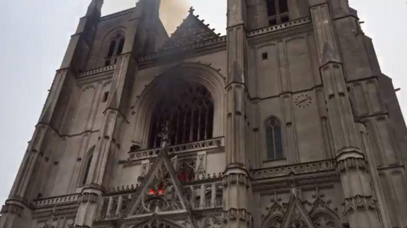 Ce qu'on sait de l'incendie, Macron et Castex réagissent — Cathédrale de Nantes
