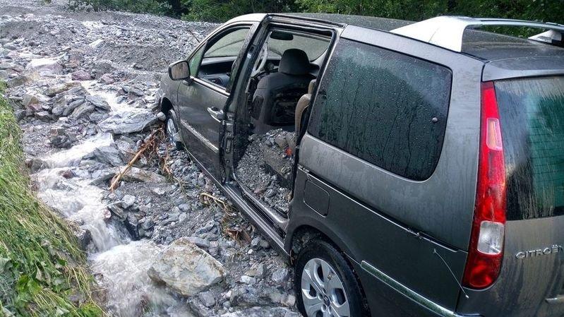 Fribourg et le Valais à nouveau secoués par de forts orages: voiture emportée par une coulée, glissements de terrain et inondations