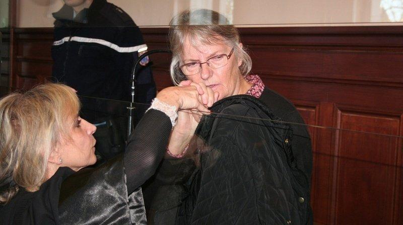 Jacqueline Sauvage, ici avec son avocate, avait été condamnée pour le meurtre de son mari violent.