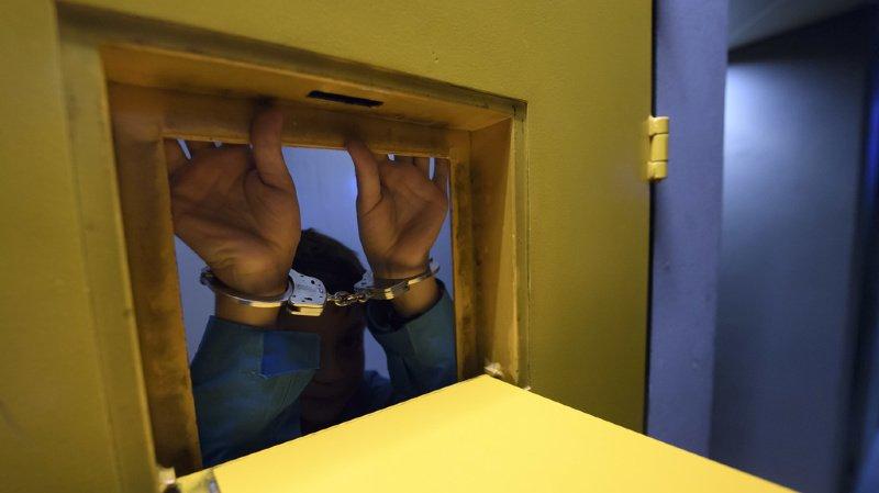Après avoir arrêté Solo 45, les enquêteurs ont découvert des vidéos dans son téléphone portable montrant qu'il avait agressé plusieurs femmes (ILLUSTRATION).