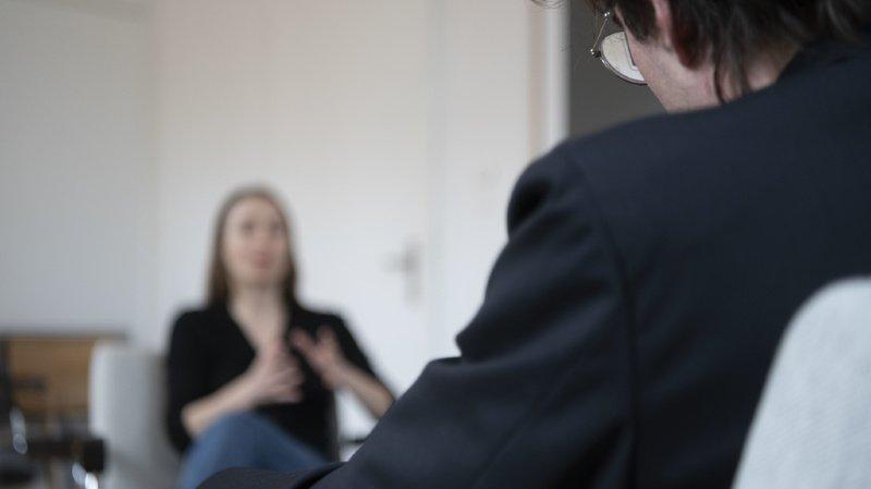 L'établissement précoce d'une relation de confiance entre le patient et son psychothérapeute contribue de manière significative au succès de la thérapie. (illustration)