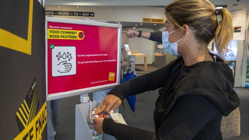 Le port du masque pourrait bientôt devenir obligatoire dans tous les commerces de Suisse. (illustration)