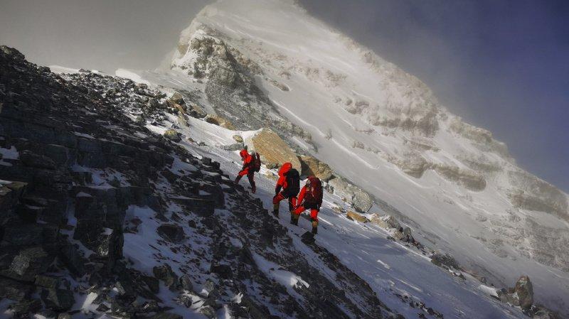 Alpinisme: le Népal rouvre l'Everest dans l'espoir de relancer son tourisme