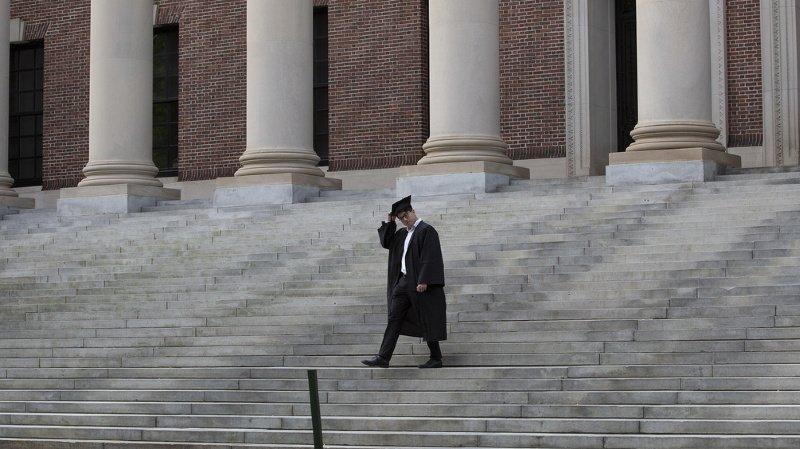 Le gouvernement annule la suspension des visas pour les étudiants étrangers — Immigration