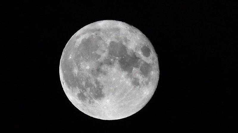 Les scientifiques ont pu dater 59 gros cratères lunaires.