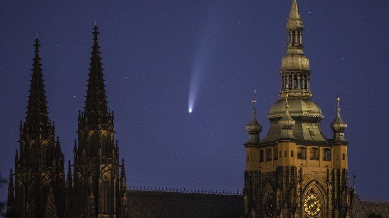 Astronomie: la comète Neowise et son brillant panache visibles à l'oeil nu