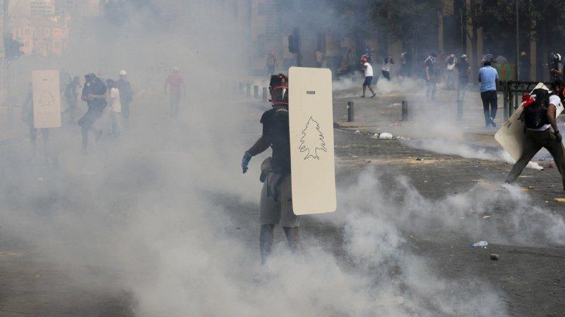 Des Libanais en colère manifestent samedi dans le centre de Beyrouth.