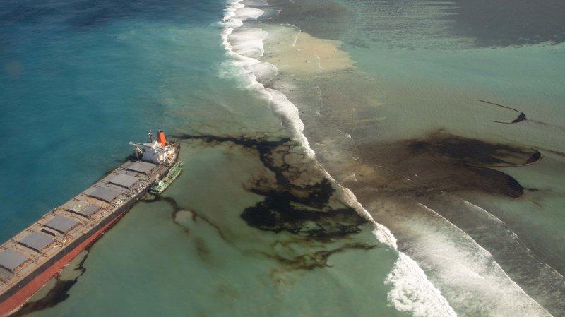 Île Maurice: le bateau échoué menace de se briser