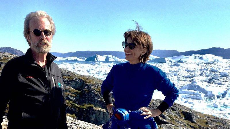 Konrad Steffen, à gauche, se rendait régulièrement au Swiss Camp, ici en compagnie de l'ancienne conseillère fédérale Doris Leuthard. (Archives)