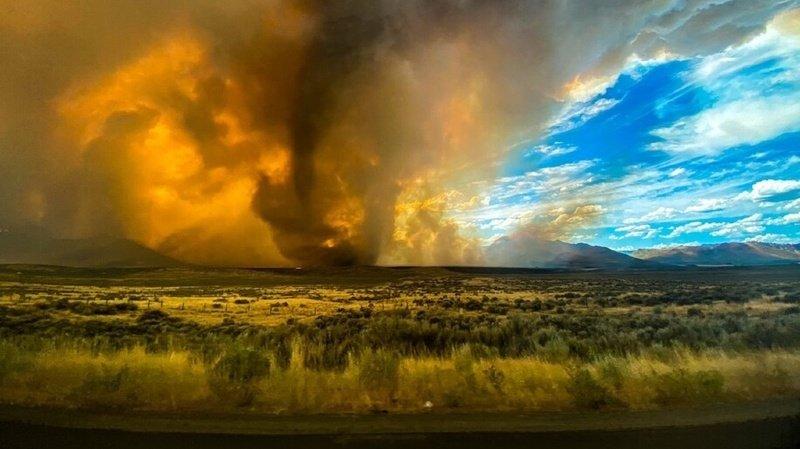 Etats-Unis: une impressionnante tornade de feu immortalisée en Californie