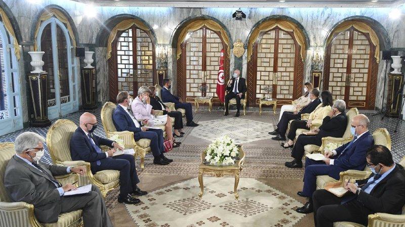 A Tunis, le chef de la diplomatie italienne s'est entretenu avec le président tunisien sur les migrants arrivant illégalement sur le territoire italien.