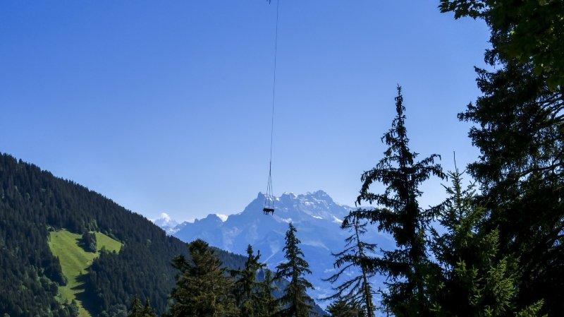 Un piano rejoint l'alpage par les airs