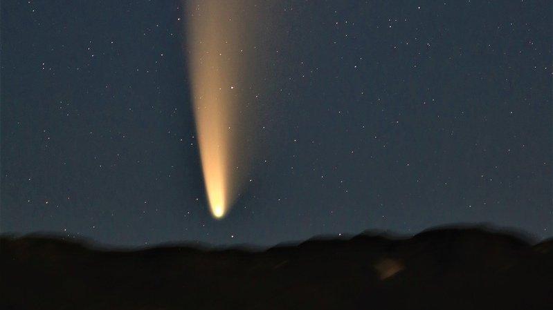 Le dimanche 12 juillet plusieurs membres de la Société astronomique du Valais romand se sont réunis près de l'étang de Botyre pour admirer et photographier la comète Neowise vers 4 heures du matin.