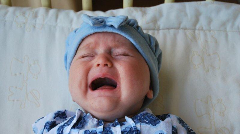 Ces pleurs prolongés sont très stressants et difficiles à vivre pour les parents. (Illustration)