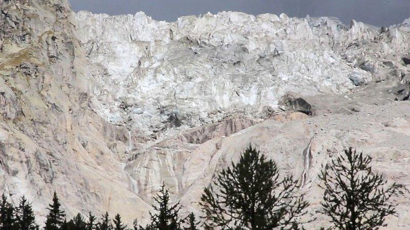 Un volume de glace estimé à 500'000 mètres cube serait sur le point de se détacher du glacier de Planpincieux, sur le territoire de la commune de Courmayeur en Italie.