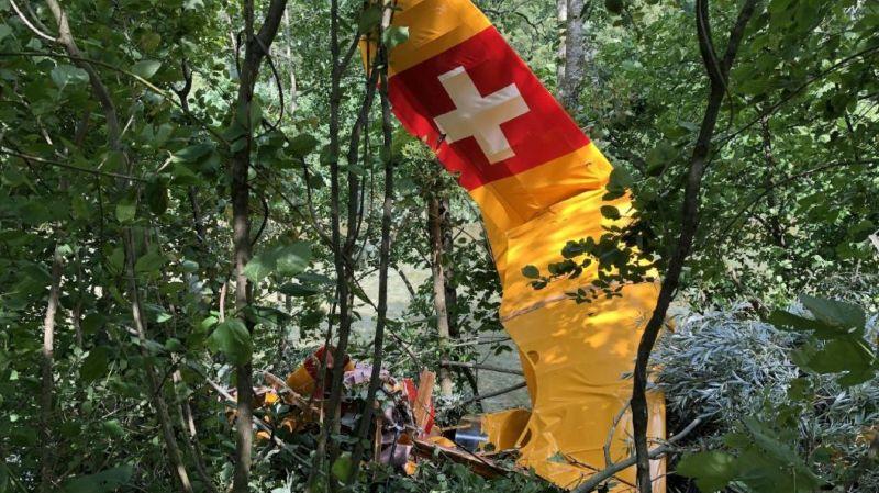 Fribourg: un aéronef rate son atterrissage et s'écrase en forêt