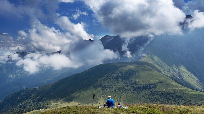 Les journées tropicales se sont fait attendre en Suisse qui a vécu un mois de juillet très changeant (illustration)