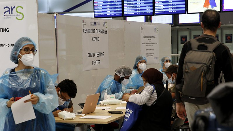 Le Premier ministre français Jean Castex a annoncé des tests obligatoires pour les voyageurs venant en France de 16 pays où le virus circule fortement (archives).