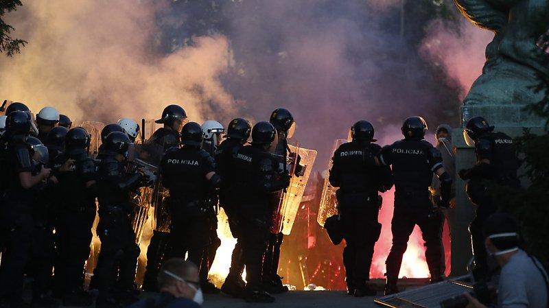 Serbie: nouvelle soirée de violences à Belgrade, après l'annonce d'un couvre-feu