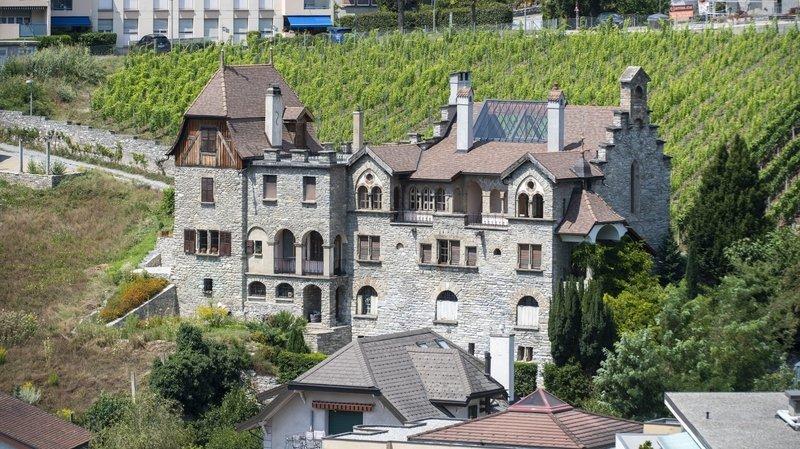 Une commune, une histoire: le château du Paradou de Sierre et son mystérieux atelier-chapelle