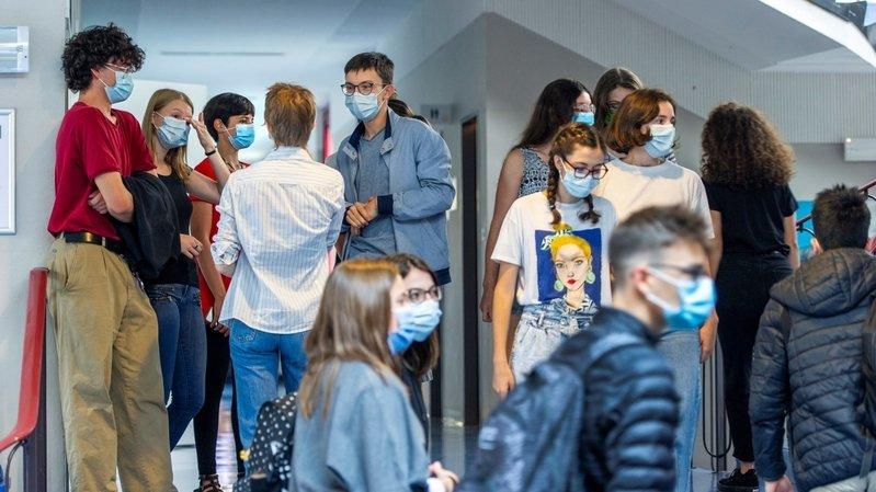Rentrée valaisanne: les étudiants jouent le jeu du masque