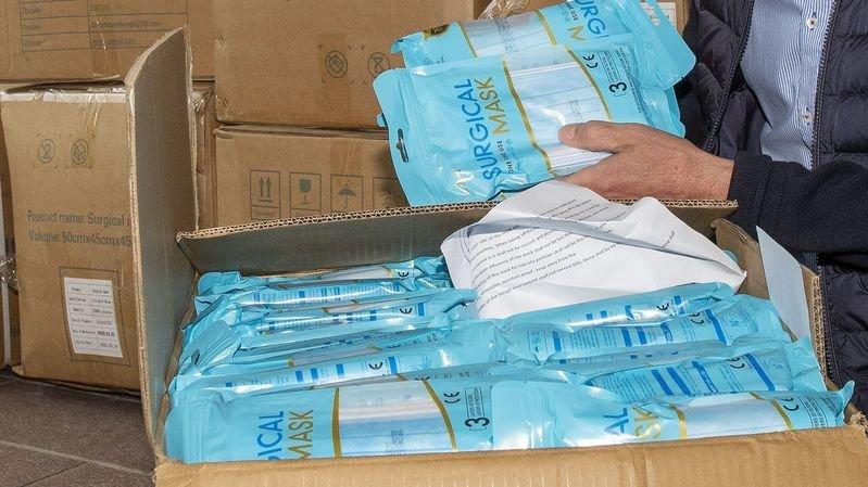 Crans-Montana et Lens distribuent 100 000 nouveaux masques à leurs commerçants