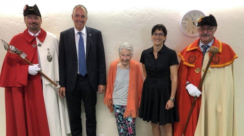 Emilie Minoia a reçu la visite de Christophe Darbellay et d'Anne-Laure Couchepin Vouilloz, accompagnés des huissiers du canton et de la ville de Martigny.